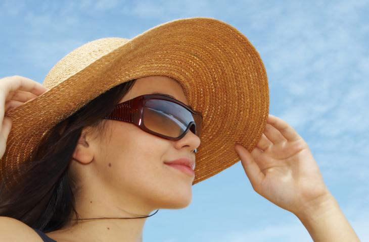 Нарны шилийг үл ойшоох, бээлий өмсөхгүй байх нь арьсыг хөгшрүүлдэг