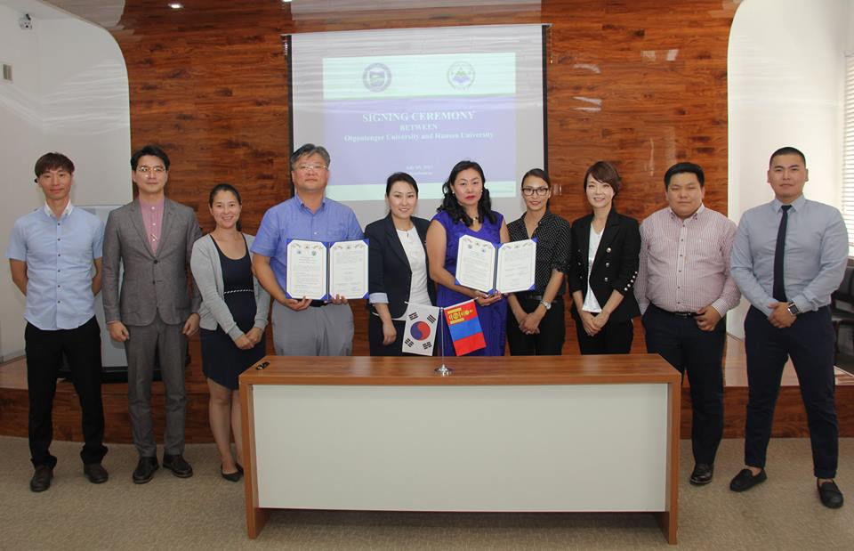 Монголд анх удаа Отгонтэнгэр Их сургууль Онгоцны үйлчлэгчийн хөтөлбөрөөр элсэлт авч эхэллээ