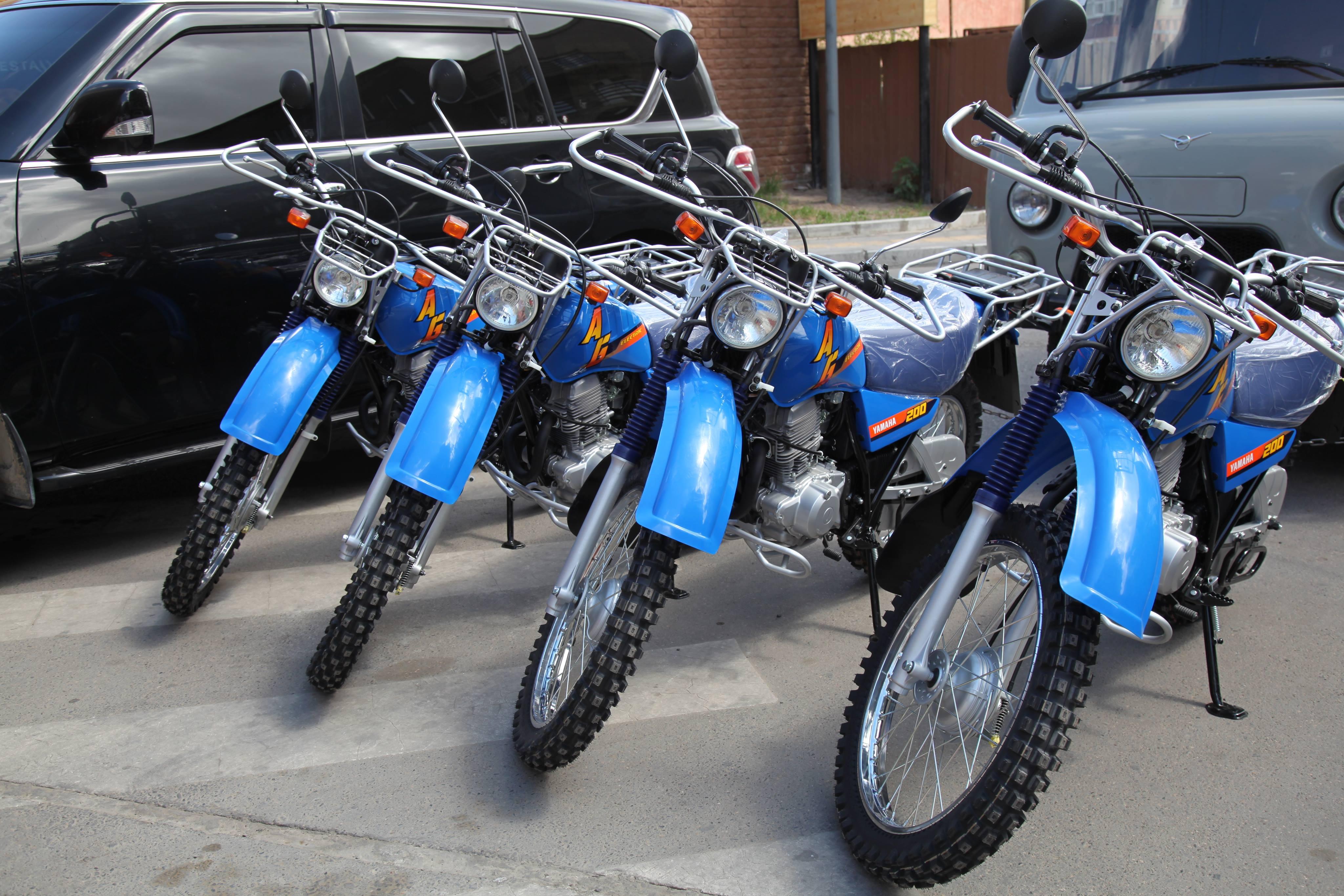 Хөгнө Тарны БЦГ-ын хамгаалалтын захиргаанд мотоцикл, судалгааны багаж хэрэгсэл гардууллаа