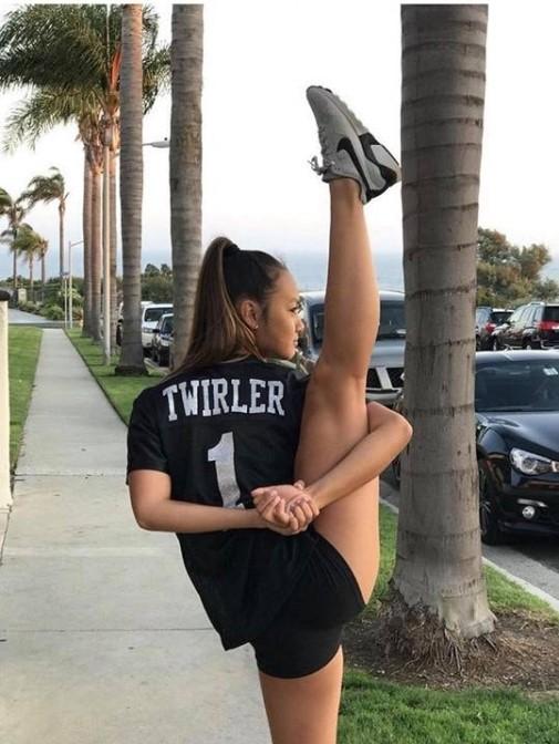 Монгол охин АНУ-д уран гимнастикийн төрлөөр шуугиулж байна